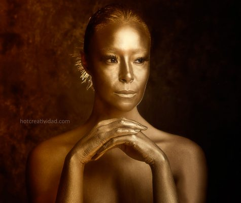 Fotografia publicitaria, mujer maquillada con oro hotcreatividad