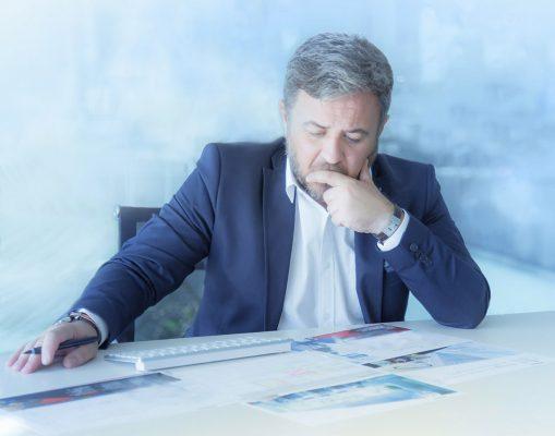 Juan Sanchez Moreno, retrato, trabajo, oficina, hombre de negocio, hotcreatividad, fotografia publicitaria, fotografia profesional, Alicante