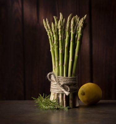 esparragos verdes, limon, atun fesco, rojo, delicatesen, fotografia gastronomica, fotografia publicitaria, fotografia producto, fotografia profesional, Alicante