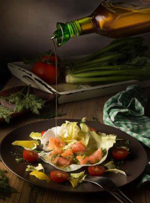 ensalada, salmon, aceite, fotografia gastronomica, fotografia publicitaria, fotografia producto, fotografia profesional, Alicante
