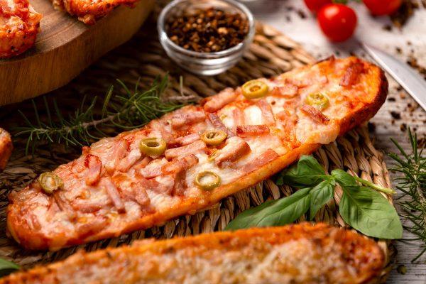 Fotografia gastronómica de panini de queso y bacon
