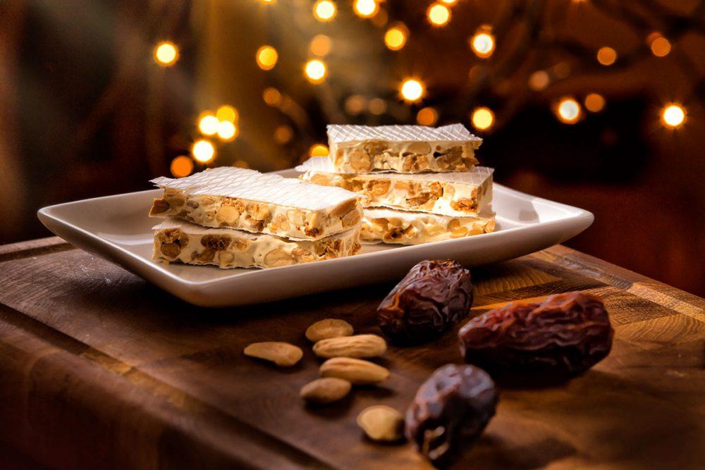 Turrón Fotografia gastronómica de turron en ambiente de Navidad